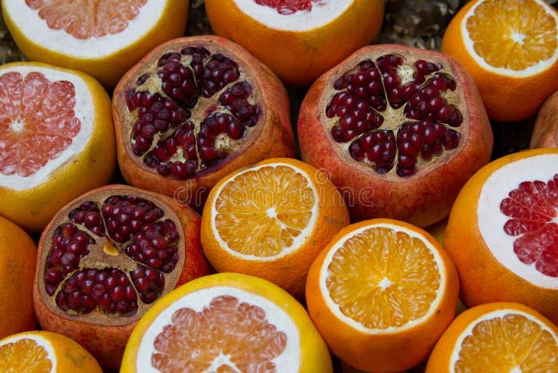 Citrusvruchten bij de markt royalty-vrije stock afbeeldingen