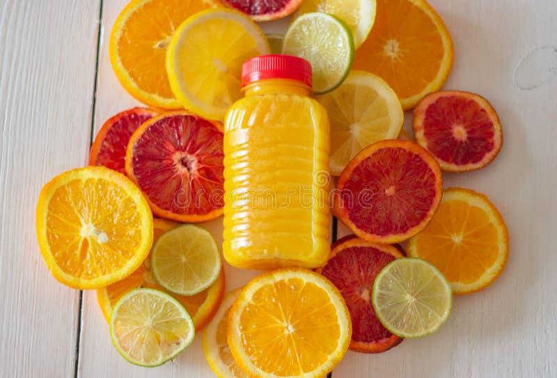 Citrusvruchten en sap Multyvruchtensap royalty-vrije stock foto