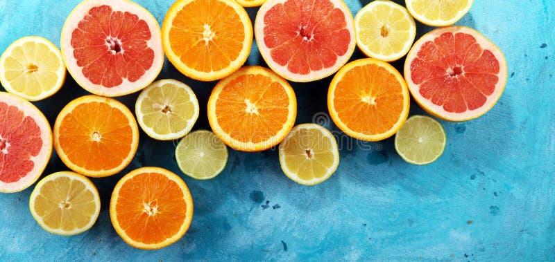 Citrusvruchten met sinaasappel, citroen, grapefruit en kalk royalty-vrije stock foto