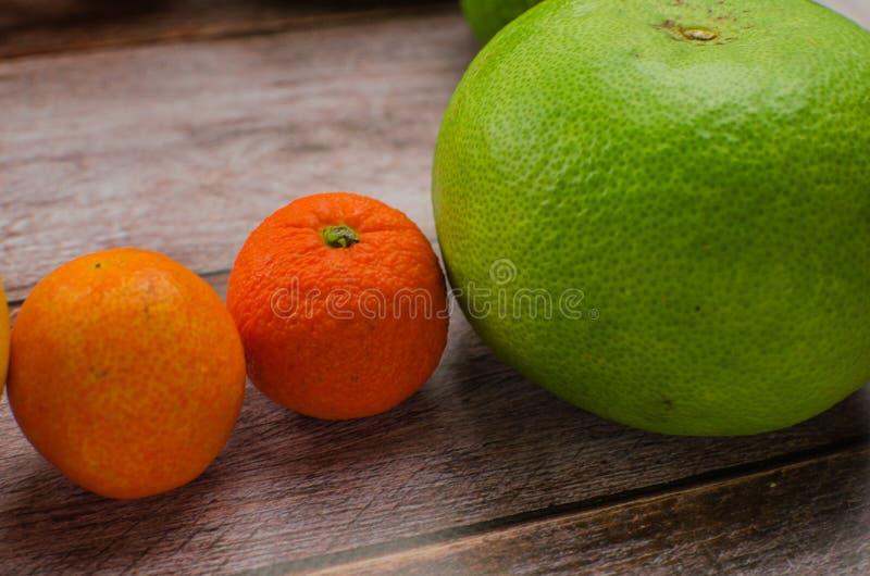Citrusvruchtensinaasappel, citroen, grapefruit, mandarin, kalk stock foto