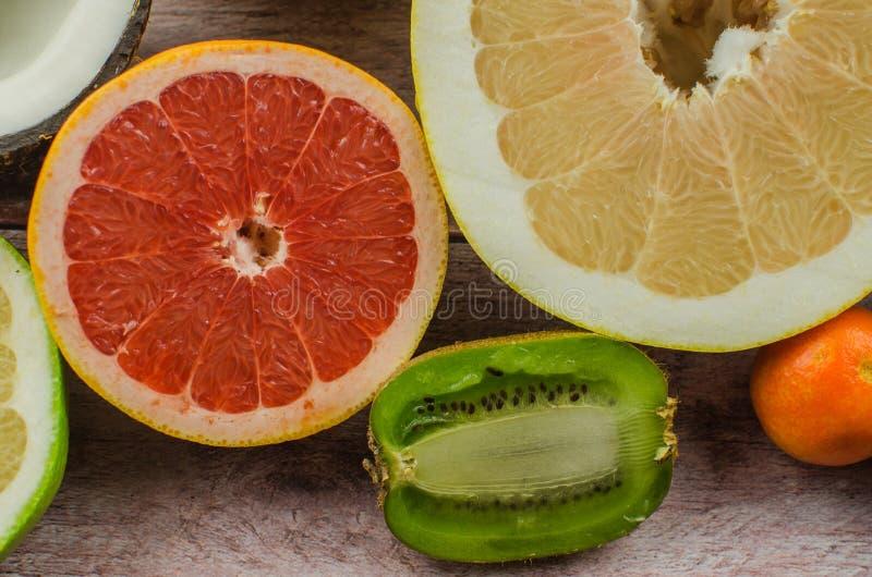 Citrusvruchtensinaasappel, citroen, grapefruit, mandarin, kalk royalty-vrije stock afbeeldingen