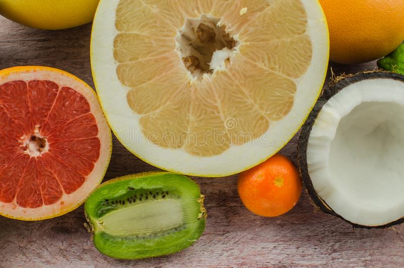 Citrusvruchtensinaasappel, citroen, grapefruit, mandarin, kalk stock afbeelding