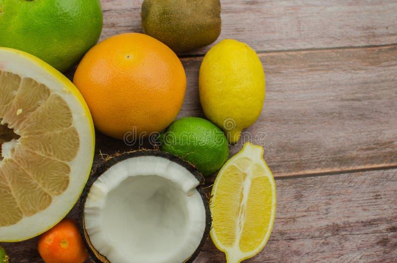 Citrusvruchtensinaasappel, citroen, grapefruit, mandarin, kalk royalty-vrije stock foto's