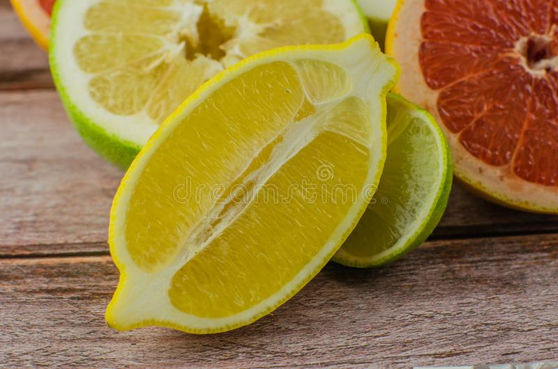 Citrusvruchtensinaasappel, citroen, grapefruit, mandarin, kalk royalty-vrije stock fotografie