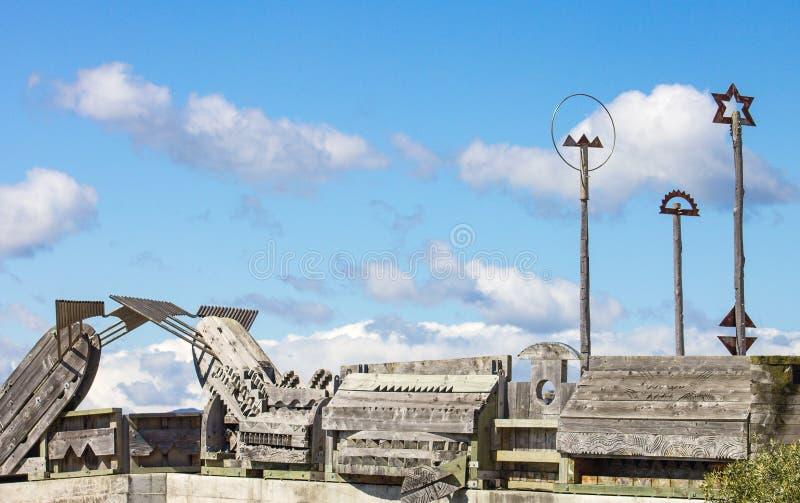 Città alla scultura del ponte del mare a Wellington, Nuova Zelanda immagini stock libere da diritti