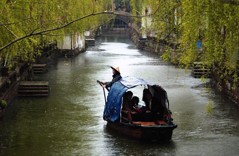 Città antica dell'acqua di Suzhou in pioggia immagine stock