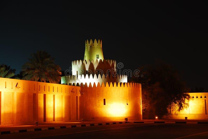 Città del Al Ain alla notte fotografia stock libera da diritti