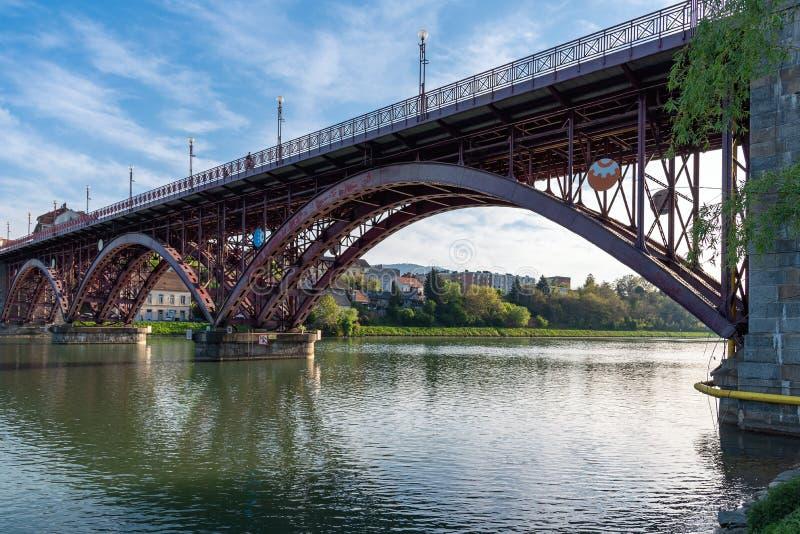 Città del fiume del Drava - Maribor Marburgo - la Slovenia fotografia stock libera da diritti