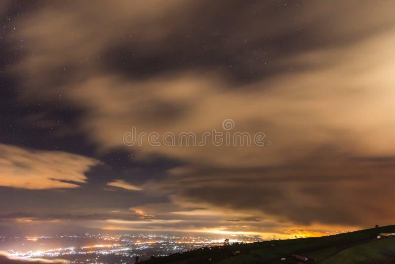 Città del paesaggio della montagna in Tailandia a Phu Thap Boek fotografia stock
