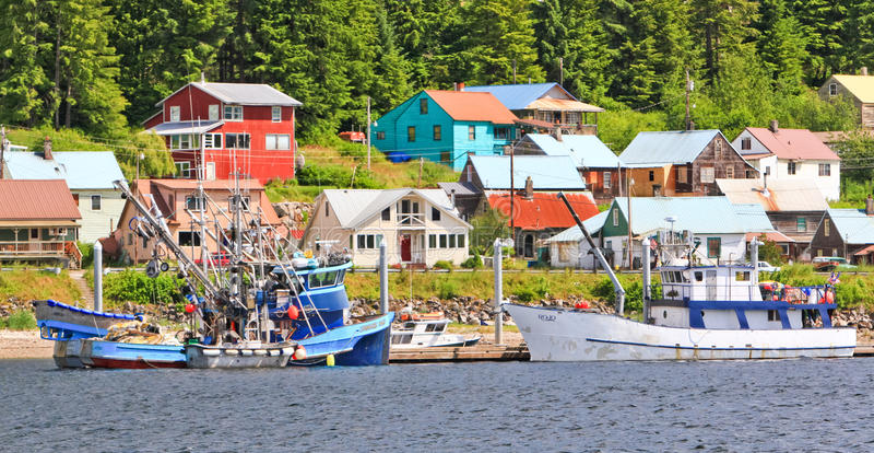 Città dell'Alaska dei pescherecci di lungomare di Hoonah immagine stock libera da diritti