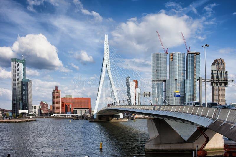 Città dell'orizzonte di Rotterdam nei Paesi Bassi fotografia stock libera da diritti