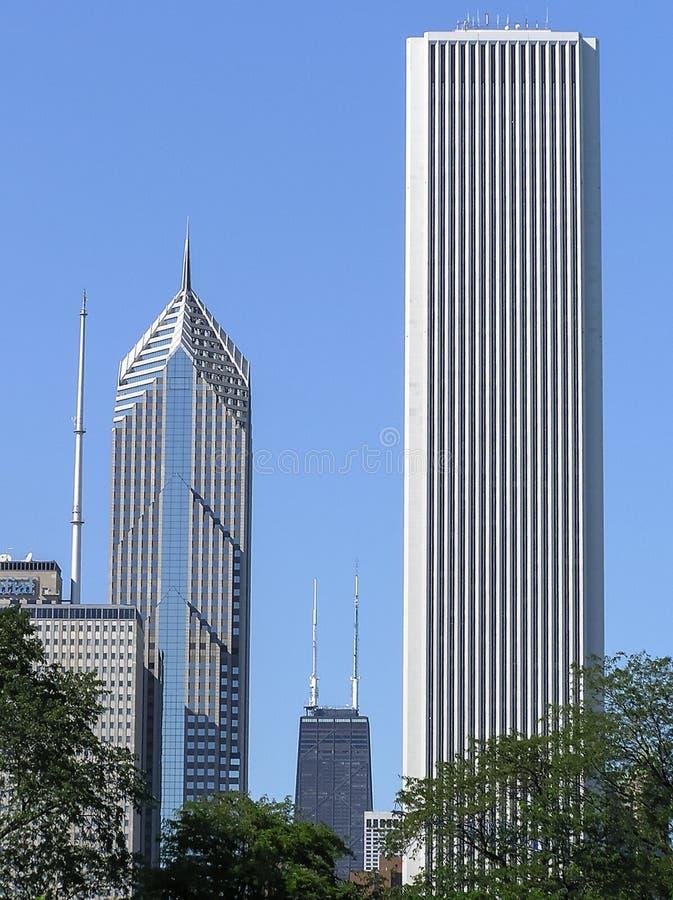 Città della città di Chicago con le costruzioni ed i grattacieli moderni immagine stock