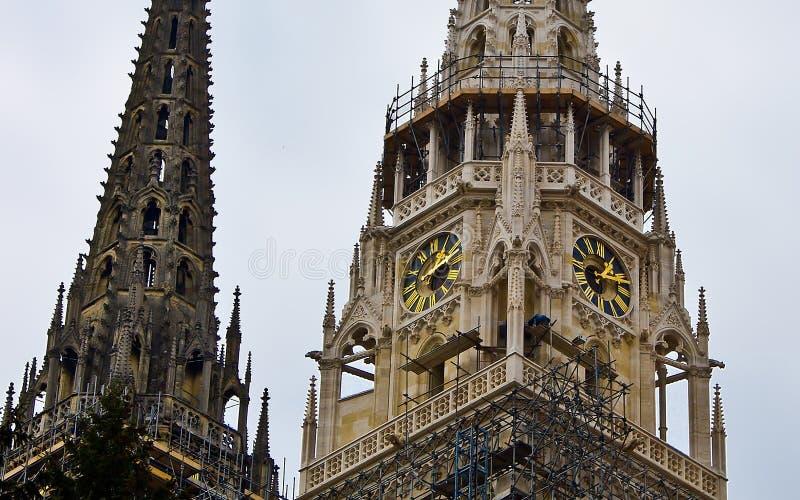 Città della torretta di orologio della cattedrale di Zagabria immagine stock