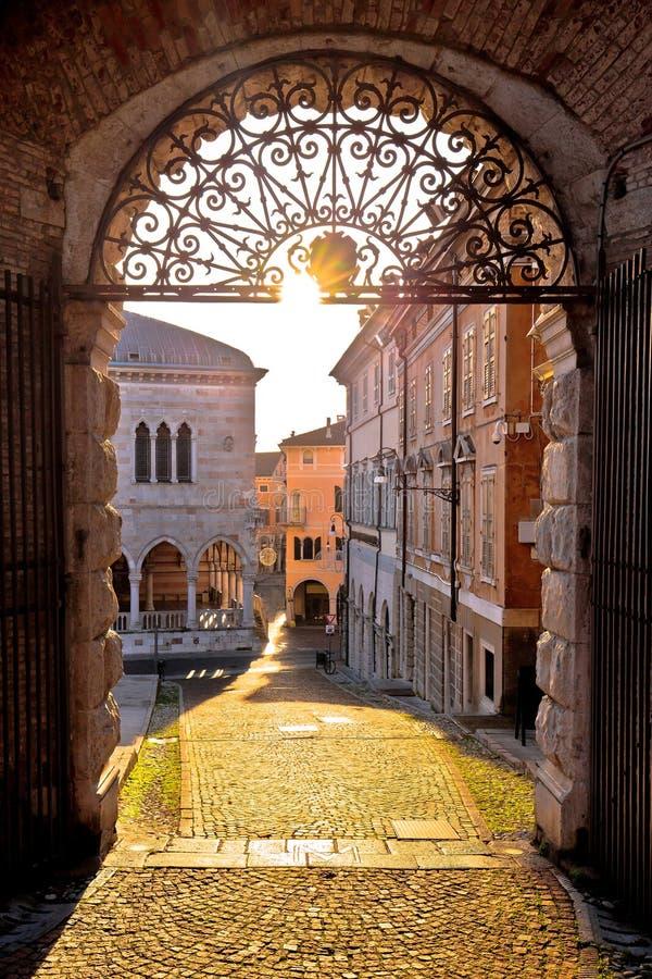 Città della vista antica di tramonto del aut del portone di Udine fotografia stock