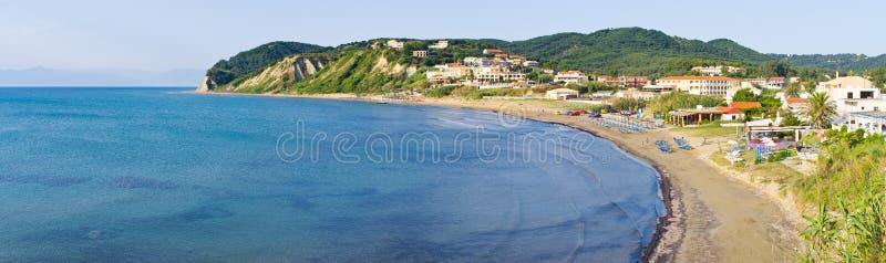 Città di Agios Stefanos in bella baia sull'isola di Corfù fotografia stock libera da diritti