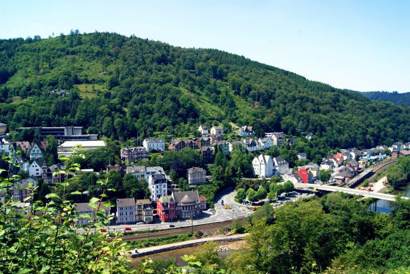 Città di Altena con la vista della collina fotografia stock libera da diritti