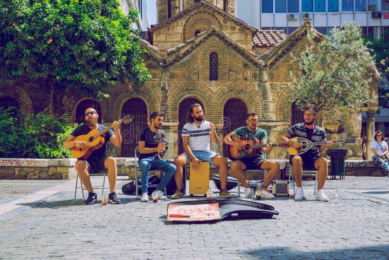Città di Atene, Repubblica ellenica Musicisti di strada greci e strade cittadine 16 Set 2019 fotografia stock libera da diritti