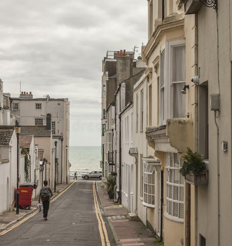 Città di Brighton - passeggiata verso il mare fotografia stock libera da diritti