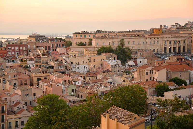 Città di Cagliari, Sardegna, Italia Vista di vecchio centro immagine stock