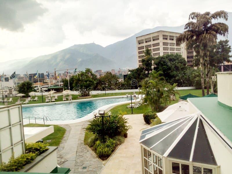 Città di Caracas con una vista della montagna di Avila fotografie stock