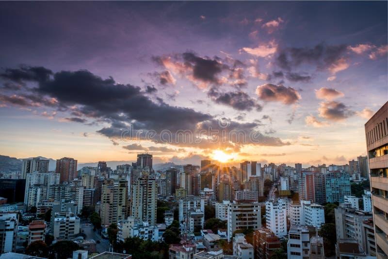 Città di Caracas durante il tramonto fotografie stock libere da diritti