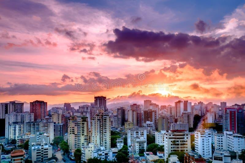 Città di Caracas durante il tramonto immagini stock libere da diritti