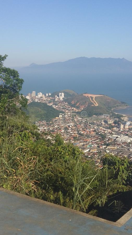 Città di Caraguatatuba nel Brasile fotografia stock libera da diritti
