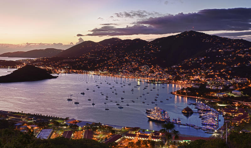 Città di Charlotte Amalie e porto immagini stock libere da diritti