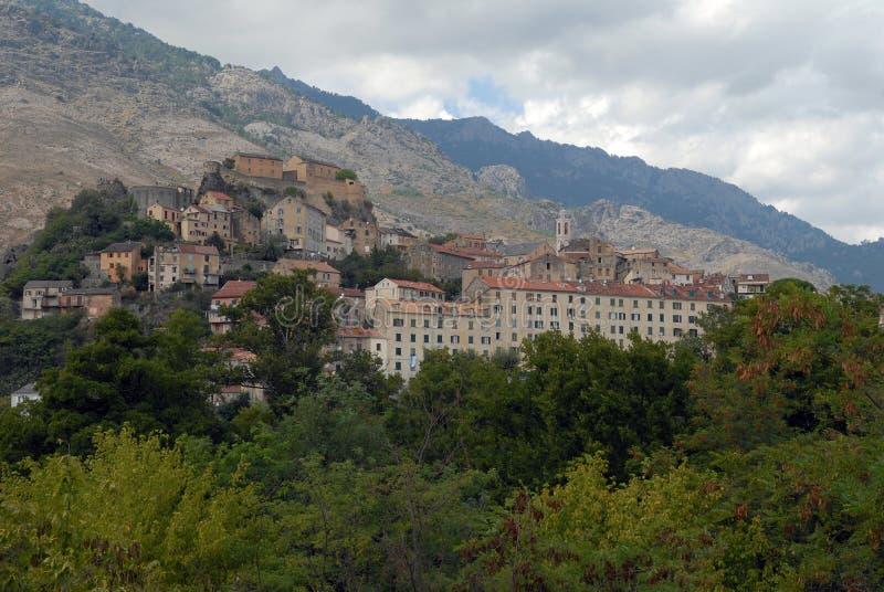Città di Corte e della sua fortezza in Corsica fotografia stock