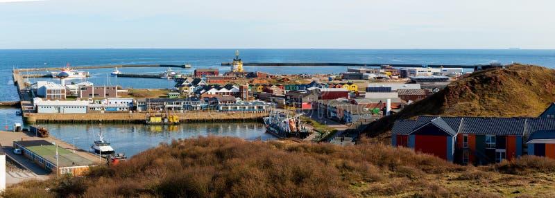 Città di Helgoland dalla collina immagine stock