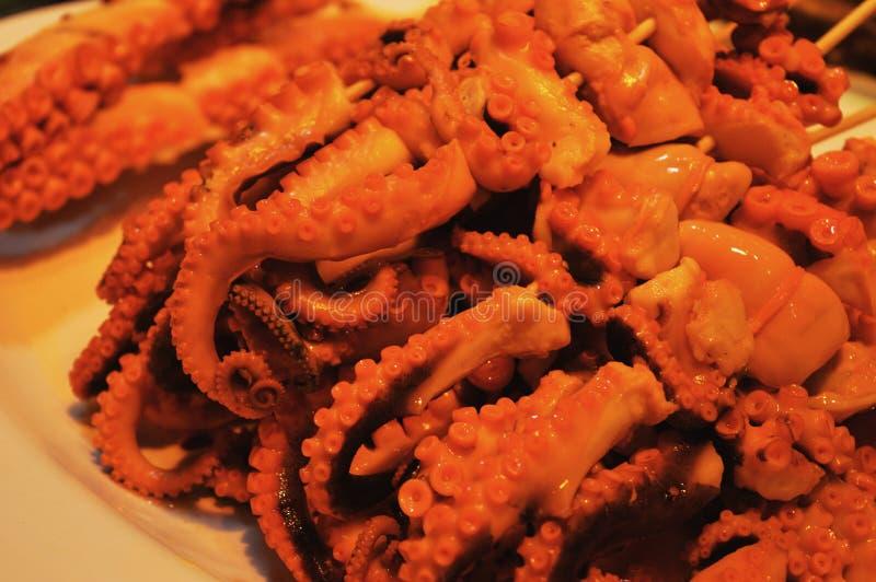 Città di Hong Kong: mercato asiatico dei frutti di mare con il polipo, dettaglio del mercato fotografia stock libera da diritti