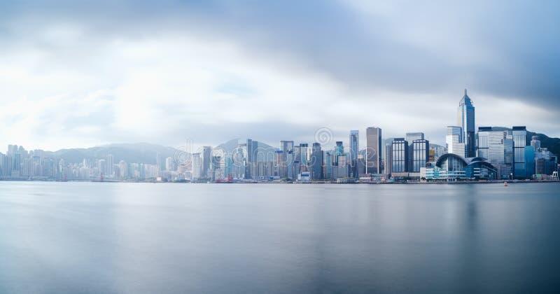 Città di Hong Kong, panorama dell'orizzonte della Cina dall'altro lato di Victoria Harb fotografie stock