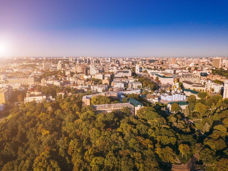 Città di Kiev Kiyv Ucraina giù Kiyv Ucraina di Kiev Bello capitale Foto aerea del fuco da sopra immagini stock
