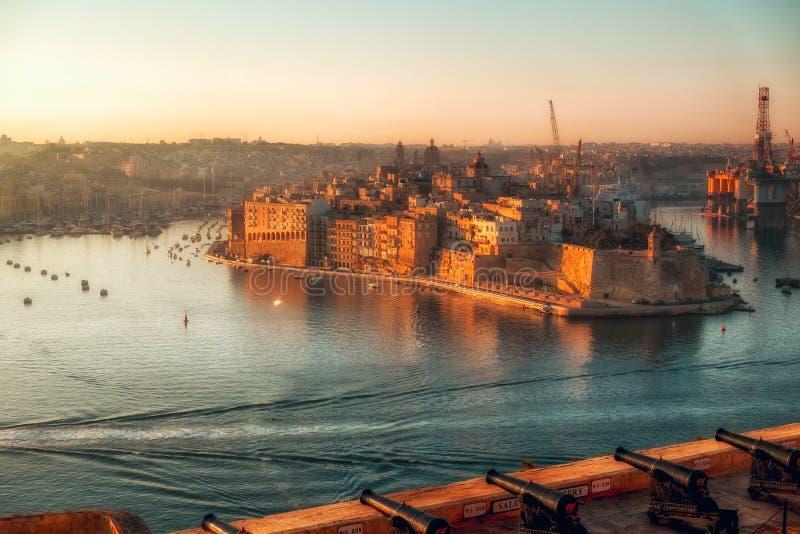 Città di La Valletta ad alba fotografie stock libere da diritti