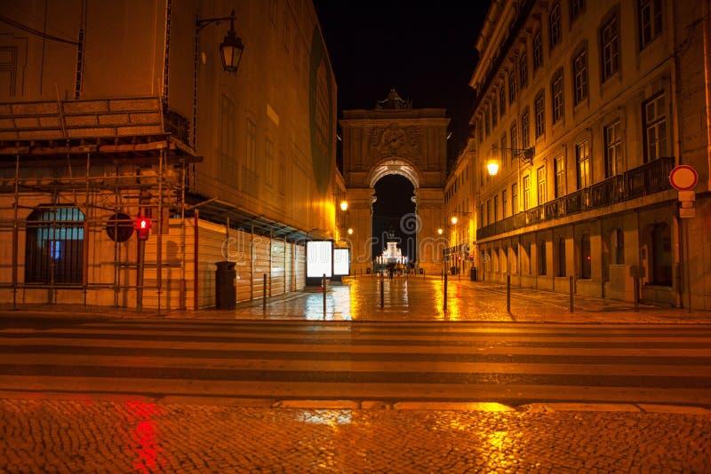 Città di Lisbona nella notte fotografie stock libere da diritti