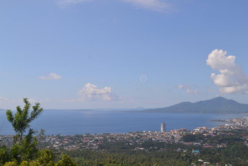 Città di Manado di vista fotografie stock