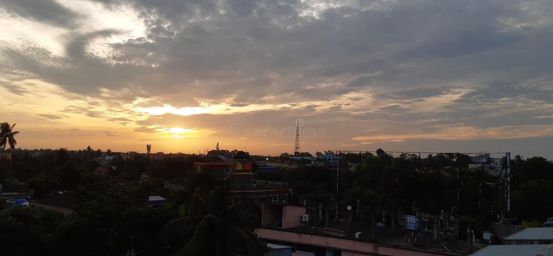 Città di monsone di mattina della nuvola del cielo fotografie stock libere da diritti