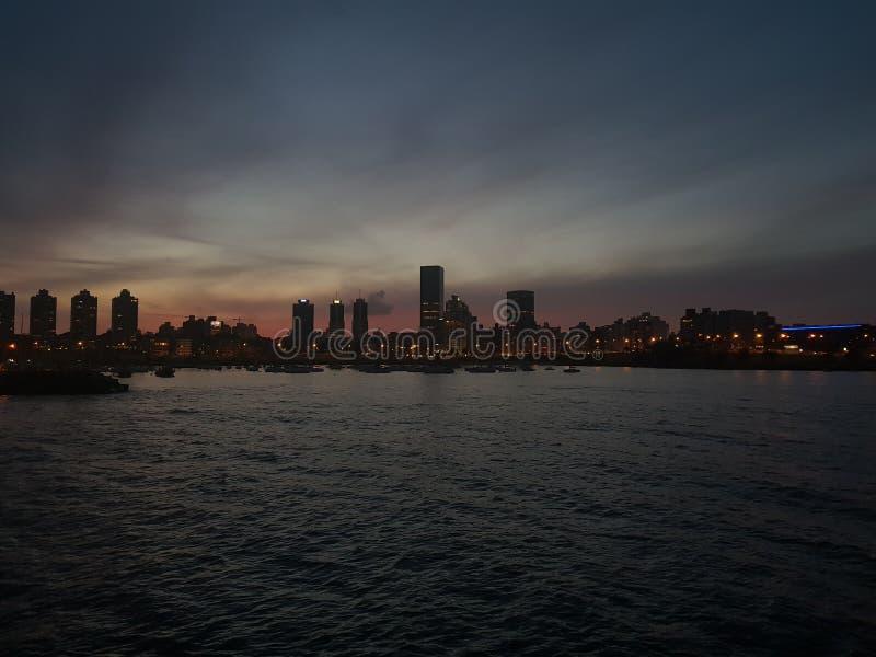 Città di Montevideo nel porto fotografie stock