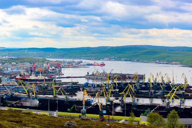 Città di Murmansk, Russia, fiume fotografie stock libere da diritti