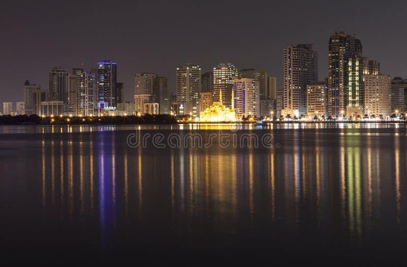 Città di notte Laguna di Khalid Sharjah I UAE fotografia stock
