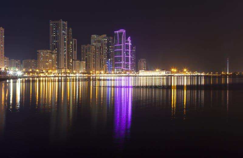 Città di notte Laguna di Khalid Sharjah I UAE fotografia stock libera da diritti
