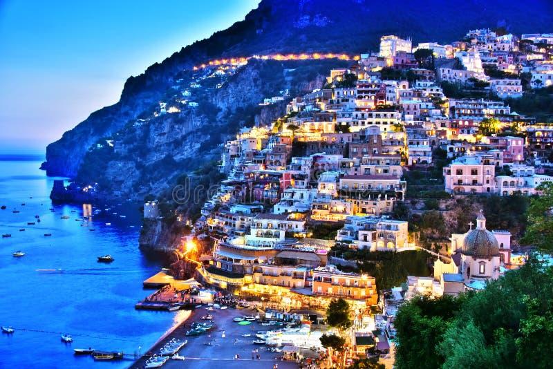 Città di Positano sulla costa di Amalfi, Italia fotografie stock libere da diritti