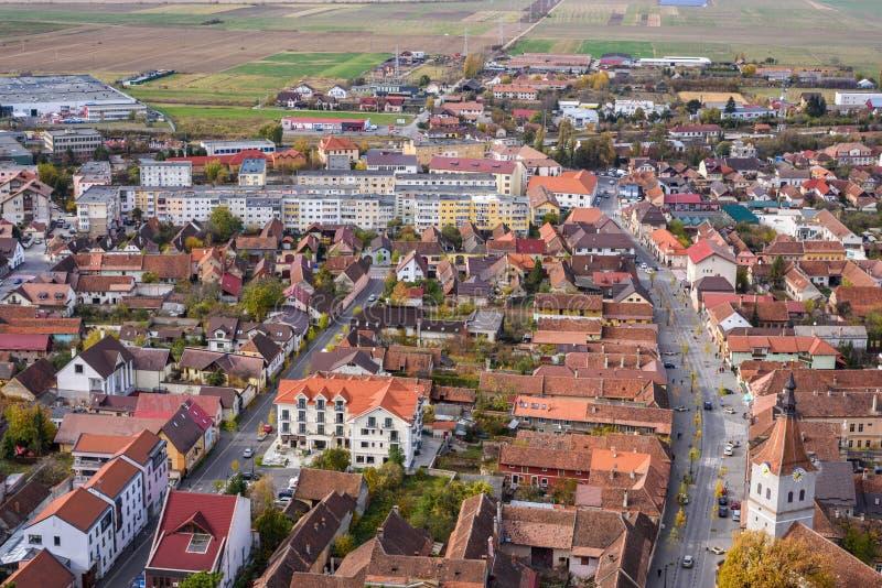 Città di Rasnov dalla vista superiore della cittadella immagini stock