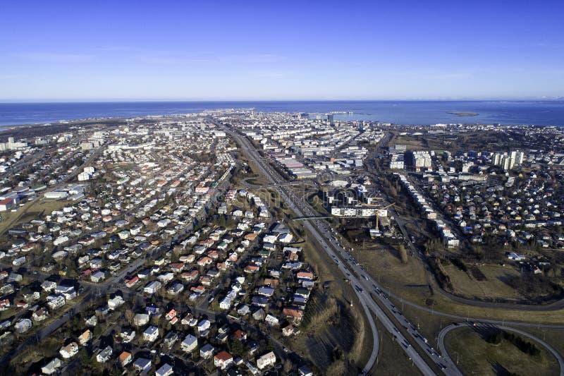 Città di Reykjavik da sopra fotografia stock libera da diritti