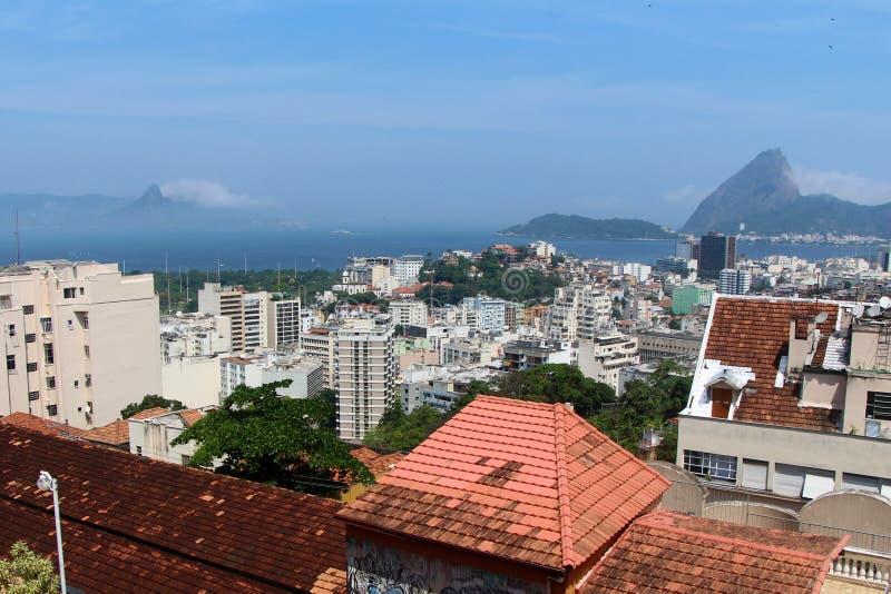 Città di Rio de Janeiro con urbanismo e la natura fotografie stock libere da diritti