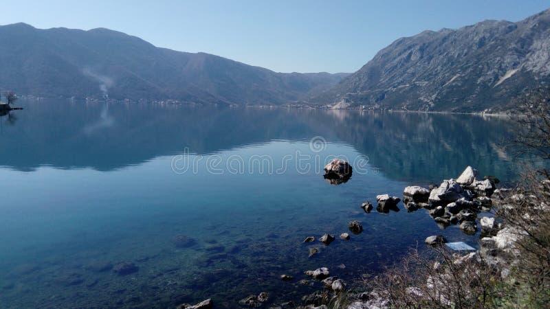 Città di Risan montenegro Città, acqua fotografie stock libere da diritti