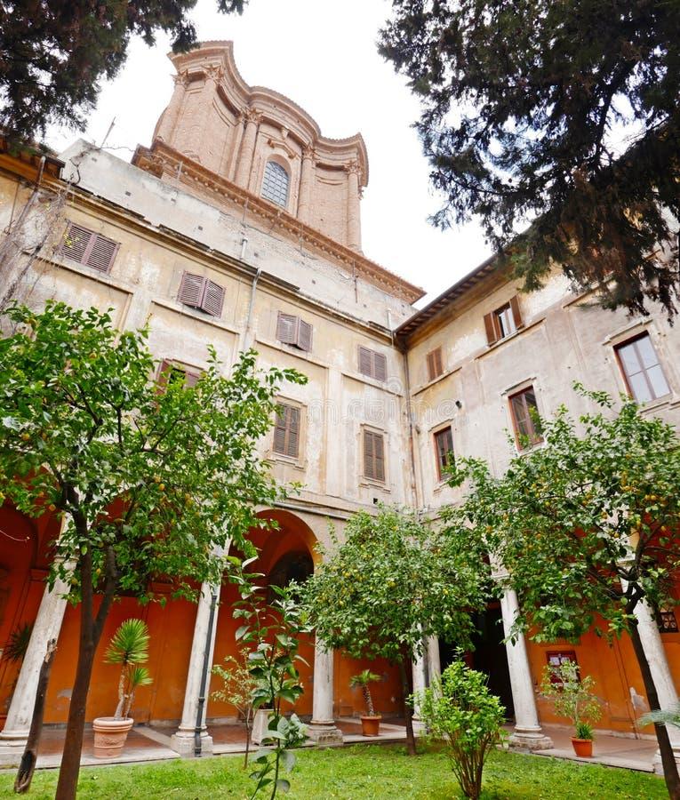 Città di Roma del giardino del patio fotografie stock libere da diritti