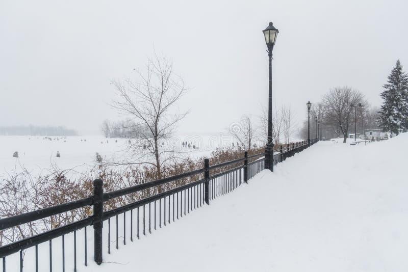 Città di scena di inverno della passeggiata della st Eustache fotografie stock libere da diritti