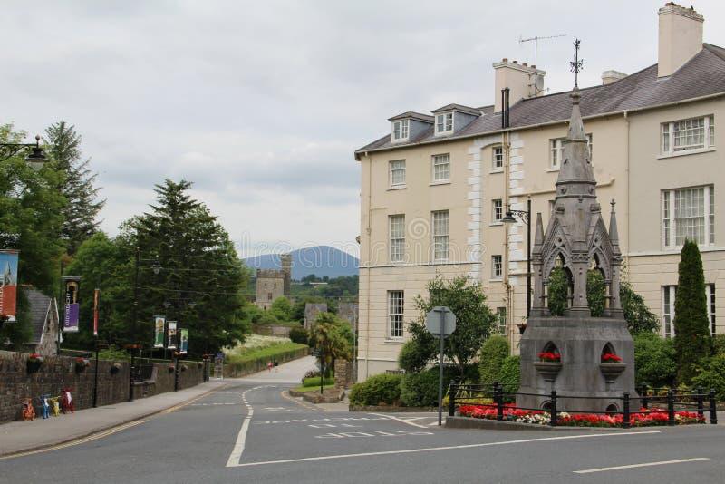 Città e castello di Lismore nei precedenti immagini stock libere da diritti