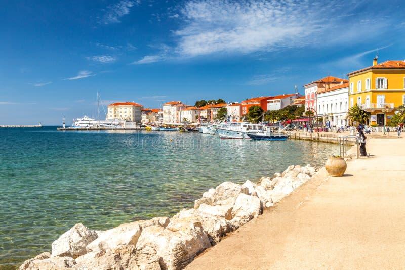 Città e porto di Porec sul mare adriatico in Croazia fotografia stock